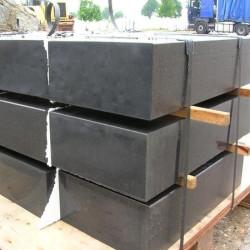 Basalt Blockstufen 15 x 35 cm geflammt  150 cm lang