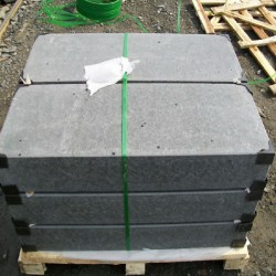 Basalt Blockstufen Schwarz geflammt 15 x 30 cm 80 cm lang