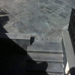 Basalt Blockstufen Schwarz geflammt 15 x 30 cm bis 150 cm Länge