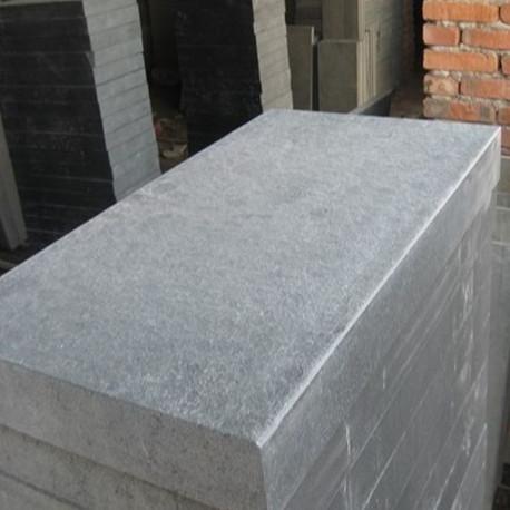 Granit Podestplatte hellgrau geflammt 20 cm hoch und Blockstufen mit Radius