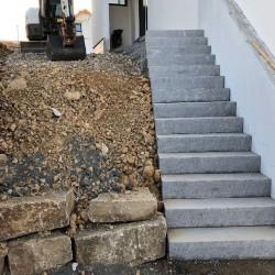 Granit Mauersteine Rot Schwarz 20 cm hoch gespalten