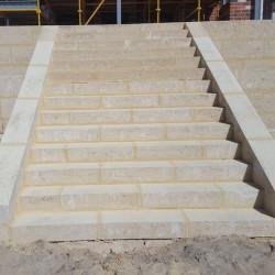 Tuff Blockstufen Schwaz Offenporig 15 cm hoch