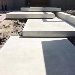 Basalt Mauersteine Tefrit 20 - 25 cm hoch gespalten