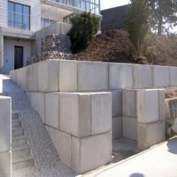 Granit Weißgrau Blockstufen geflammt