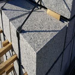 Granit Pflaster Schwarz gespalten  verlegt