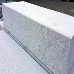 Granit Pflaster Schwarz gespalten  Details und Größen