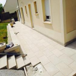 Basalt Trittplatten 5 cm schwarz gespalten palettiert