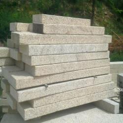 Basaltlava Vulcano Bordstein 10 x 25 cm Anthrazit geschliffen Offenporig